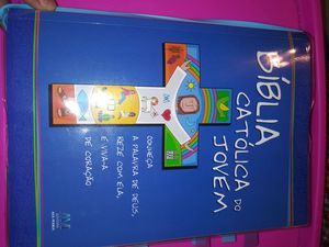 Bible catolic para Jovens em Portugues for Sale in Everett, MA