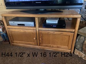Oak TV stand for Sale in Hemet, CA