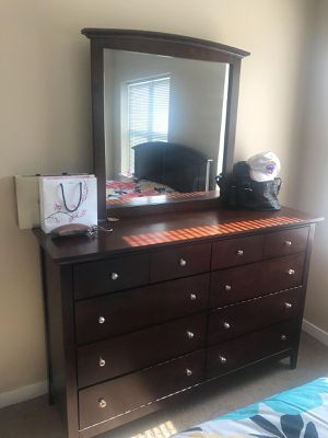 Bedroom set with mattress for Sale in Chicago, IL