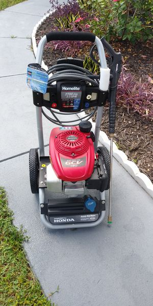 Honda Engine Easy Start Homelite 2700 psi Pressure Washer GCV160 and Automatic Soap Dilution in excellent condition almost New for Sale in Clearwater, FL