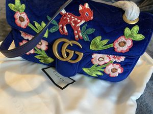 Gucci velvet Marmont purse for Sale in Los Angeles, CA