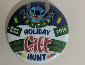 Disney Pin, 2019 Holiday Gift Hunt, Stitch for Sale in Orlando, FL