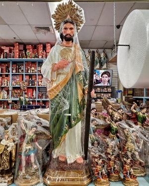 """San Judas Tadeo 52"""" Inches with Crown Saint Jude for Sale in Los Angeles, CA"""