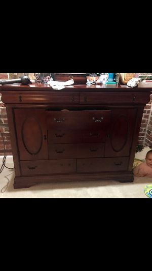 Dresser with mirror for Sale in DORCHESTR CTR, MA
