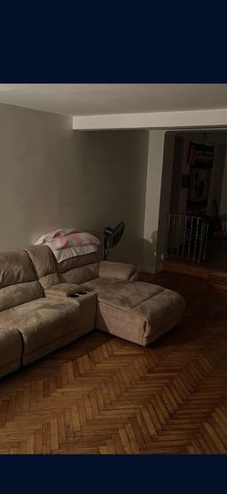 Raymour & Flanigan Chaise Sectional W/ 2 Recliners for Sale in The Bronx,  NY