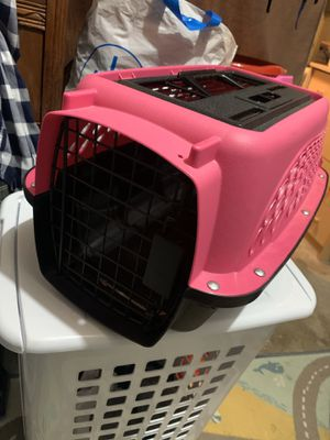 Pink Small dog/Cat Crate. for Sale in Richmond, CA