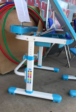 Kids crafts children's desk with chair $124.99 this retails for $189.99 in other stores for Sale in Phoenix, AZ