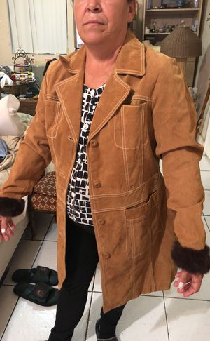 Size large Wilson leather maxima jacket with fur also has original gloves very good quality no flaws for Sale in Miami, FL