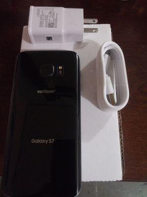 Samsung galaxy S7 32G unlocked like New.... Desbloqueado como nuevo for Sale in Alexandria, VA