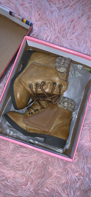 Baby girl boots sz 3 for Sale in Fairborn, OH