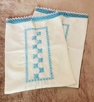par de almohadones talla mediana nuevos / medium size pillow cases. for Sale in Visalia, CA