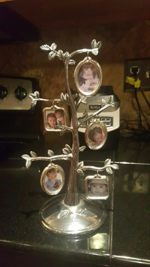 Small family tree picture frame for Sale in Colorado Springs, CO