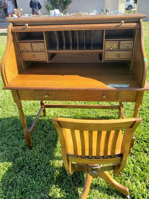 Antique desk and chair set for Sale in Hacienda Heights, CA