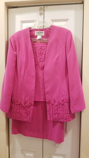 Pink 3 piece size 12 church suit and hat for Sale in Miami, FL