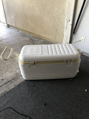 Igloo Ice Chest for Sale in San Diego, CA