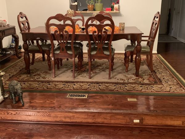 Armless Chairs, rugs, pictures and more