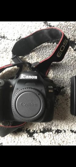 80D Body And Charging Port And Batter Only for Sale in Kuna,  ID