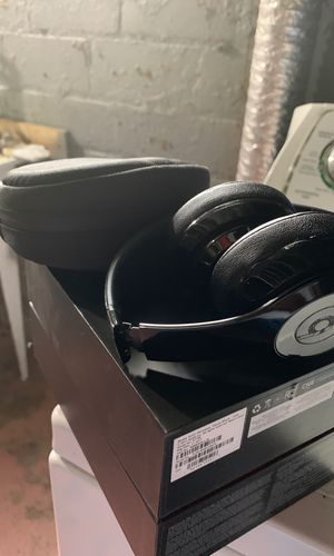 Beats solo 3 wireless for Sale in WARRENSVL HTS, OH