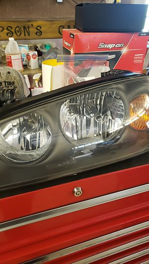 Hyundai elantra headlight for Sale in Vandergrift, PA