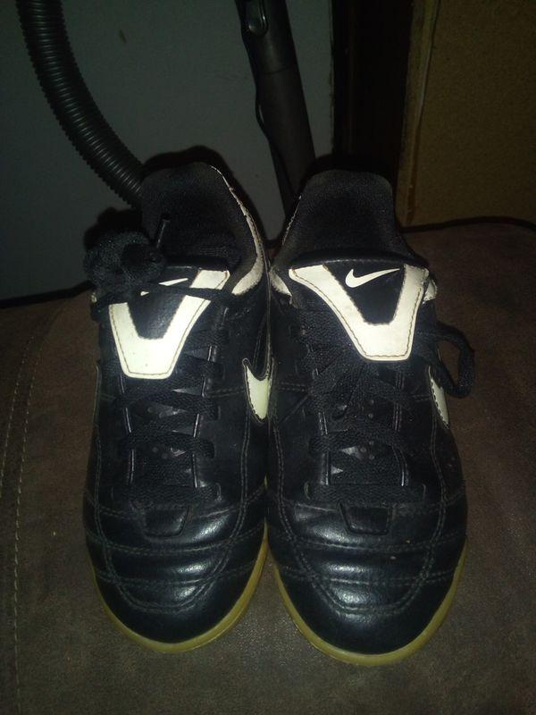 Nike tiempo size 13