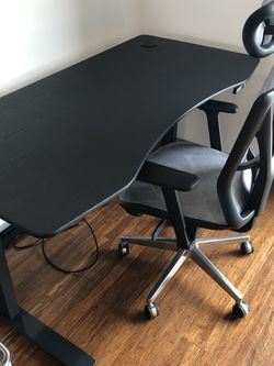***LIKE NEW*** High-End Ergonomic Office Chair on wheels with Headrest, Adjustable Armests and Lumbar Support for Sale in Manhattan Beach,  CA