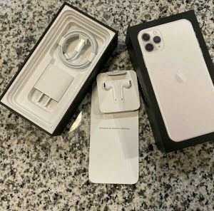 Iphone 11 Pro Max - 256GB - Silver (Unlocked) for Sale in Tulsa, OK