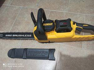 Dewalt flexvolt 60v brushless chain Saw (only tool) for Sale in Dallas, TX