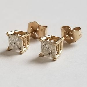 DIAMOND 14k SOLID YELLOW GOLD Stud Earring for Sale in Arvada, CO
