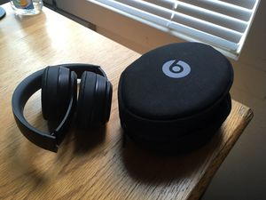 Beats solo 3 (matte black) for Sale in Redmond, WA