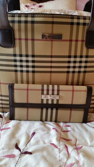 Burberry purse and wallet for Sale in Roanoke, IL