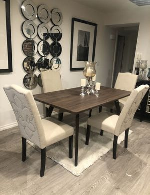 Brand new 5pc dining table !! for Sale in Victorville, CA