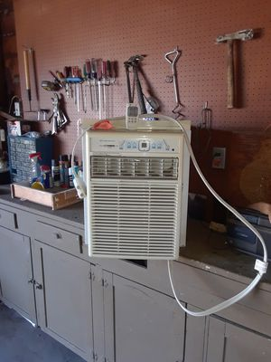 Frigidaire air conditioner with remote control for Sale in Fresno, CA