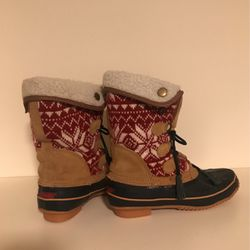 Woman's Winter Boots Size 8 khombu for Sale in Portland,  OR