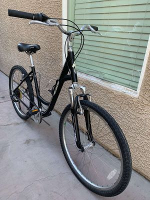 """26""""SPECIALIZED Expedition Sport Low Entry-Women's Bike for Sale in Las Vegas, NV"""