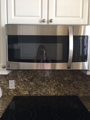 Stainless steel Kenmore microwave for Sale in Key Biscayne, FL