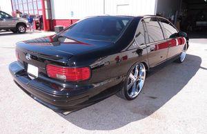 clean 96 Chevy Impala V8 for Sale in Dallas, TX
