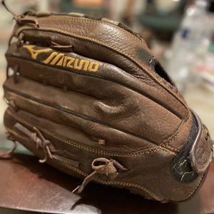 "Leather baseball glove ""Mizuno"" for Sale in Dallas, TX"