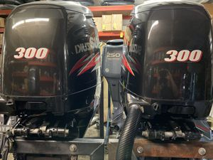"300 suzuki outboard pair 25"" shaft for Sale in Hollywood, FL"