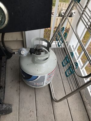 Propane with grill for Sale in Woodbridge, VA