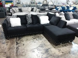 BLACK MICROFIBER SECTIONAL SOFA WITH ACCENT PILLOWS AND NAILHEAD TRIM for Sale in Grand Prairie, TX