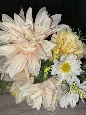 2 bundles long stem flowers arrangement for Sale in Tracy, CA