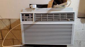 GE window AC like new. Includes bracket. for Sale in La Habra, CA