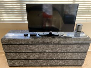 Dresser, 2 nightstands and Headboard for Sale in Scottsdale, AZ