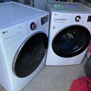 New Style Washer And Gas Dryer LG ThinQ Heavy Duty High Efficiency.... for Sale in Fontana, CA