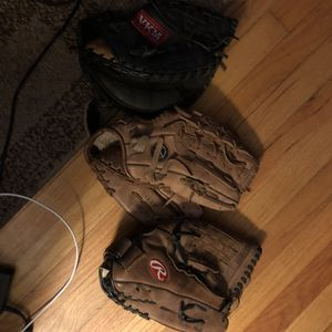 Baseball gloves for Sale in Clinton, CT
