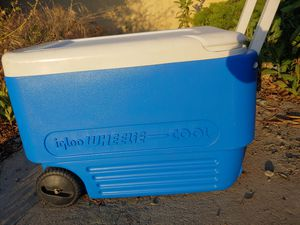 Igloo wheelie used cooler (only 1 owner) for Sale in Long Beach, CA