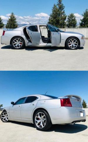 2006 Dodge Charger SRT8 price 1000$ for Sale in Jersey City, NJ