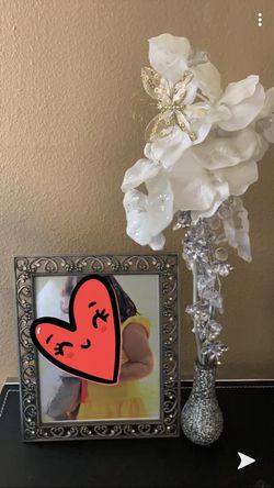 Pic Frame & Flower vase with Flowers from Pier 1 for Sale in Tucson,  AZ