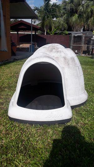 Indigo igloo large dog house $30 for Sale in Miami, FL
