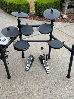 Drum set Alesis DM7X for Sale in Tacoma,  WA